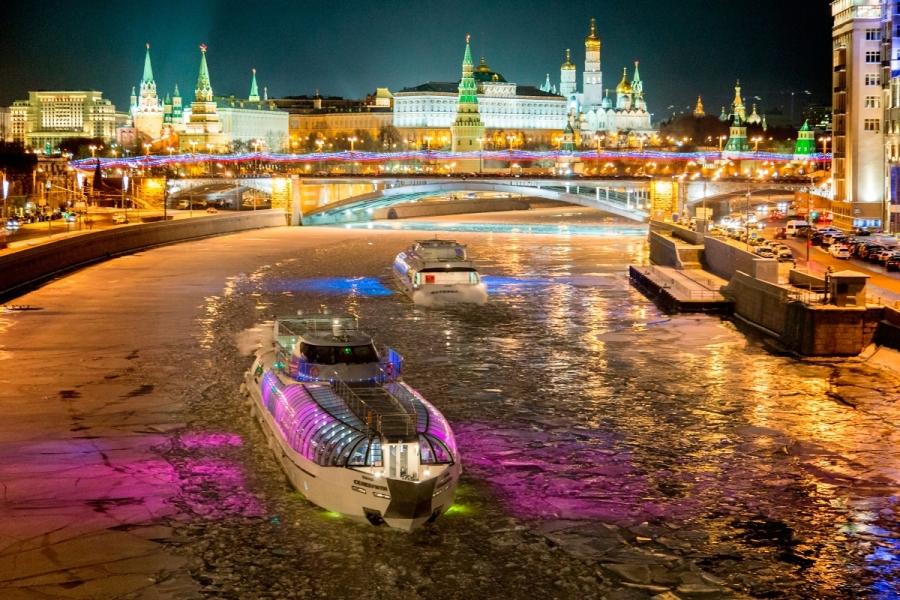 новогодний корпоратив на теплоходе в Москве